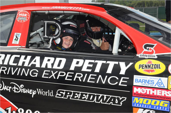 Nascar junior ride along richard petty driving experience for Nascar ride along charlotte motor speedway
